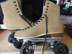 Men Riedell Suede size 7, heel to toe 9 7/8 in. / Women size 8 Krpyto Wheels