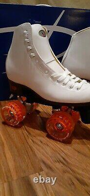 Moxi JOYRIDE Roller Skates Size 5 Your Choice of any Moxi Gummy Outdoor Wheels
