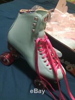 NEW W BOX Moxi Beach Bunny Roller Skates -Blue Sky (size 10W)