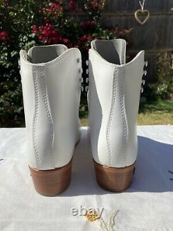 Riedell 220 Womens 9 1/2 Wide White Leather Artistic Roller Skate Boot